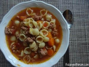 hamburger soup with tomatoes, pasta, carrots