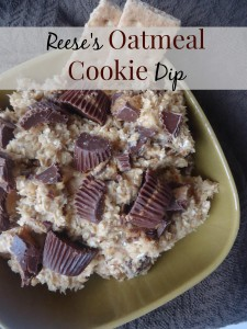 Reese's Oatmeal Dip in a brown bowl with graham crackers