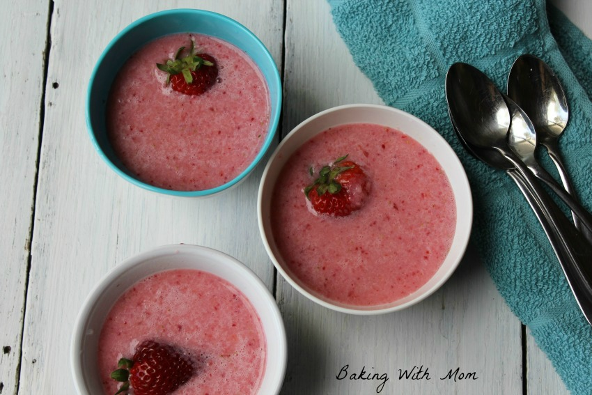 Chilled Strawberry Soup for appetizer. Strawberries, Ginger Ale, Yogurt make this strawberry soup yummy and tasty!