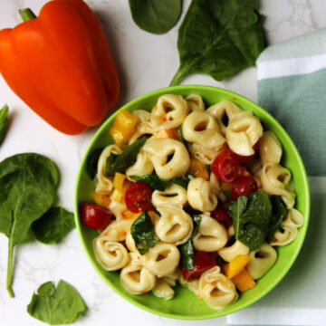 Tortellini Salad with spinach, peppers and tomatoes
