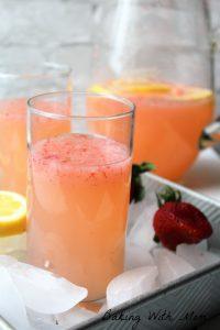 Easy Strawberry Lemonade with lemons, strawberries, ice