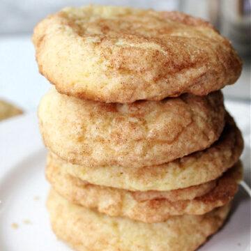 5 snickerdoodle cookies stacked