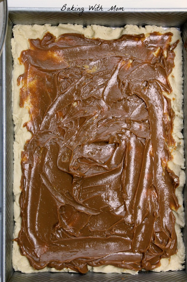 Caramel Shortbread Bars with Delce De Leche spread on top