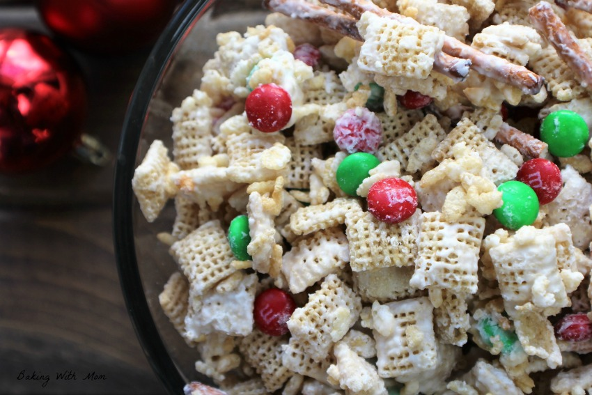 Classic Vanilla Crunch Mix with M&M's and cereal
