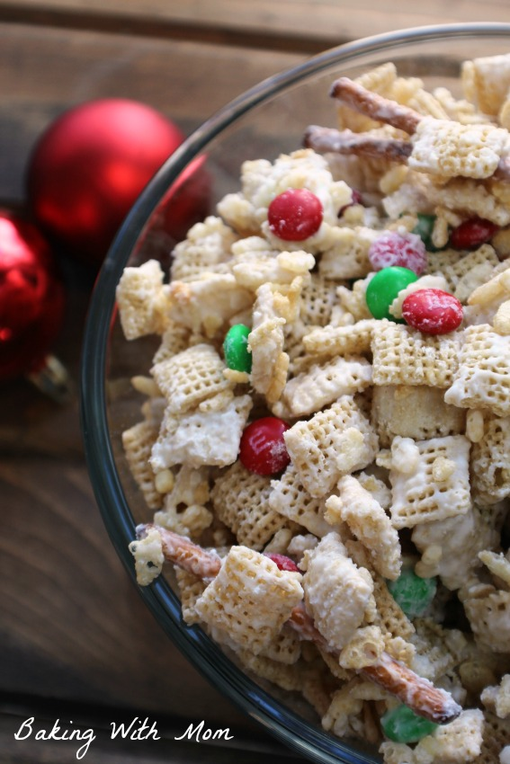 Classic Vanilla Crunch Mix in a clear bowl