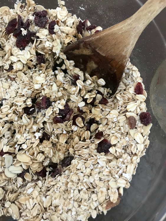 Granola mix with oatmeal