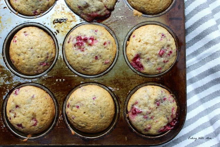 Easy raspberry muffins in a muffin tin