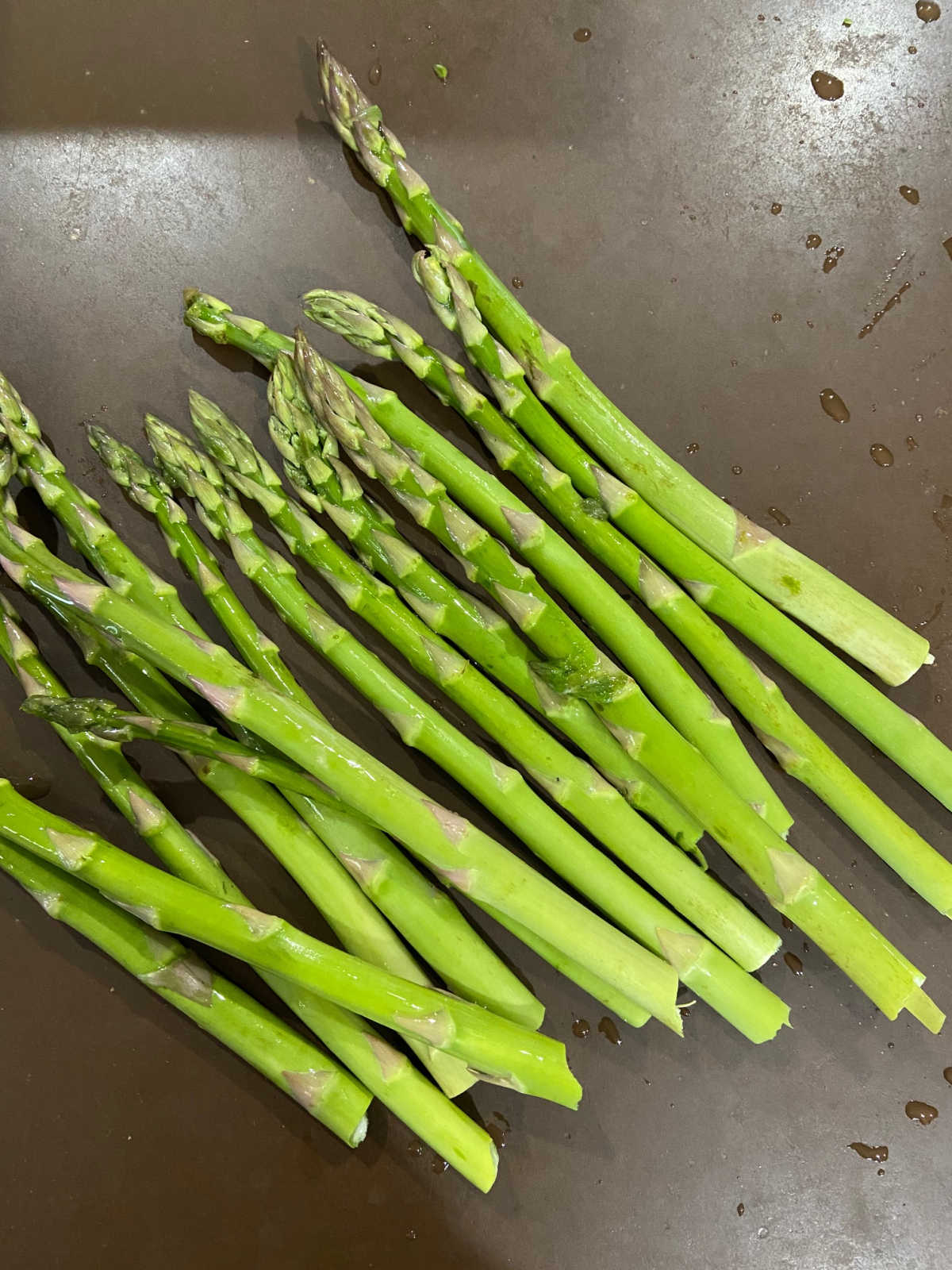 Bunch of asparagus laying on a counter