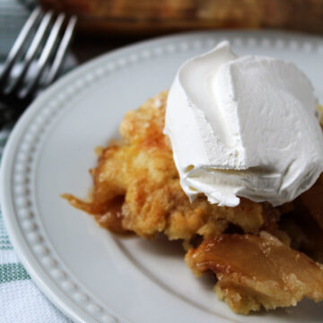 apple crumble with whipped cream on top